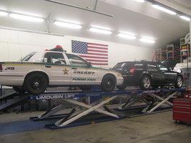 9-metrisellä nosturilla voi nostaa myös kaksi autoa yhtäaikaa